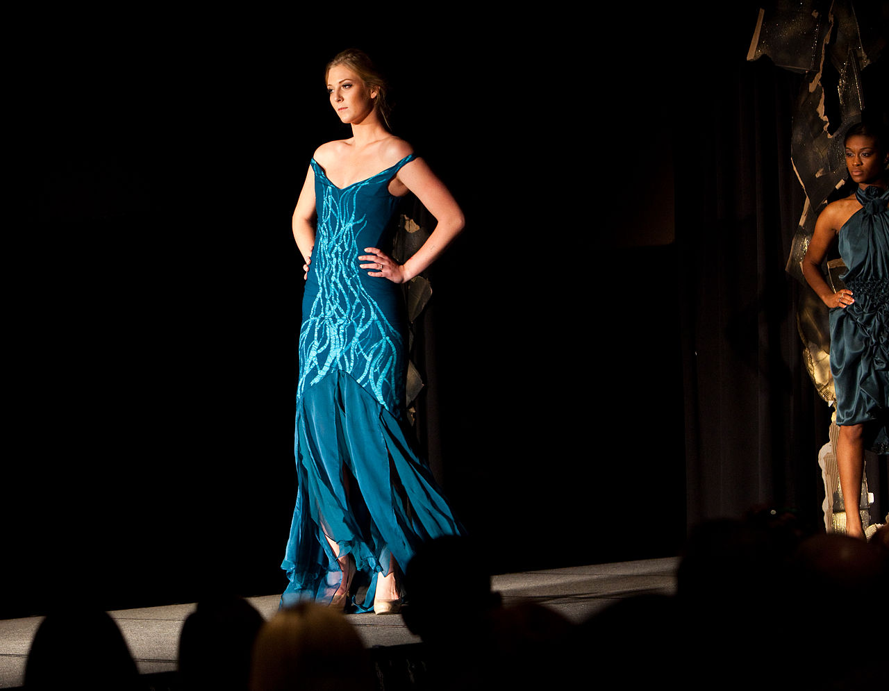 Elements_Fashion_Show_at_College_of_DuPage_2015_44_(17495819336)